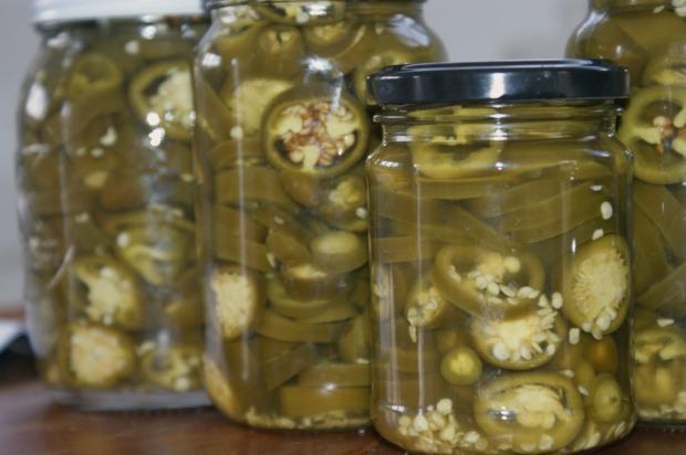 Jalapeño peppers, pickled peppers, Jalapeño